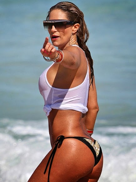 Jennifer-Nicole-Lee-wet-bikini-hot-nipples-at-miami-beach