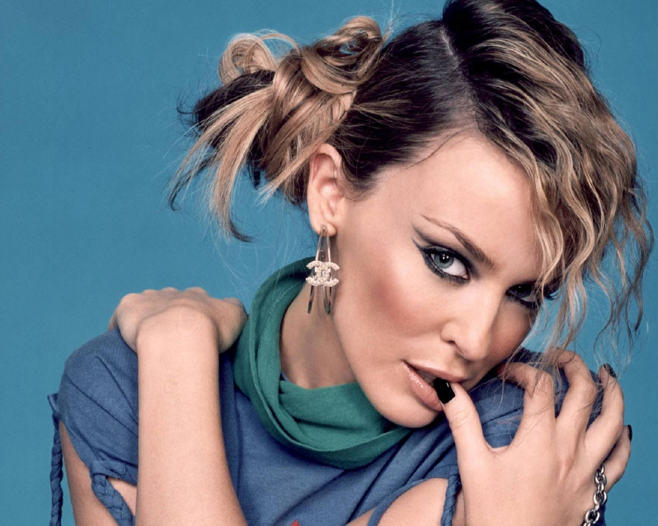 http://3.bp.blogspot.com/--USrfO_lf7g/UJNXc5fAnbI/AAAAAAAABJU/U3dTk7Zx-lA/s1600/Kylie-Minogue-kylie-minogue-64557_1280_1024.jpg