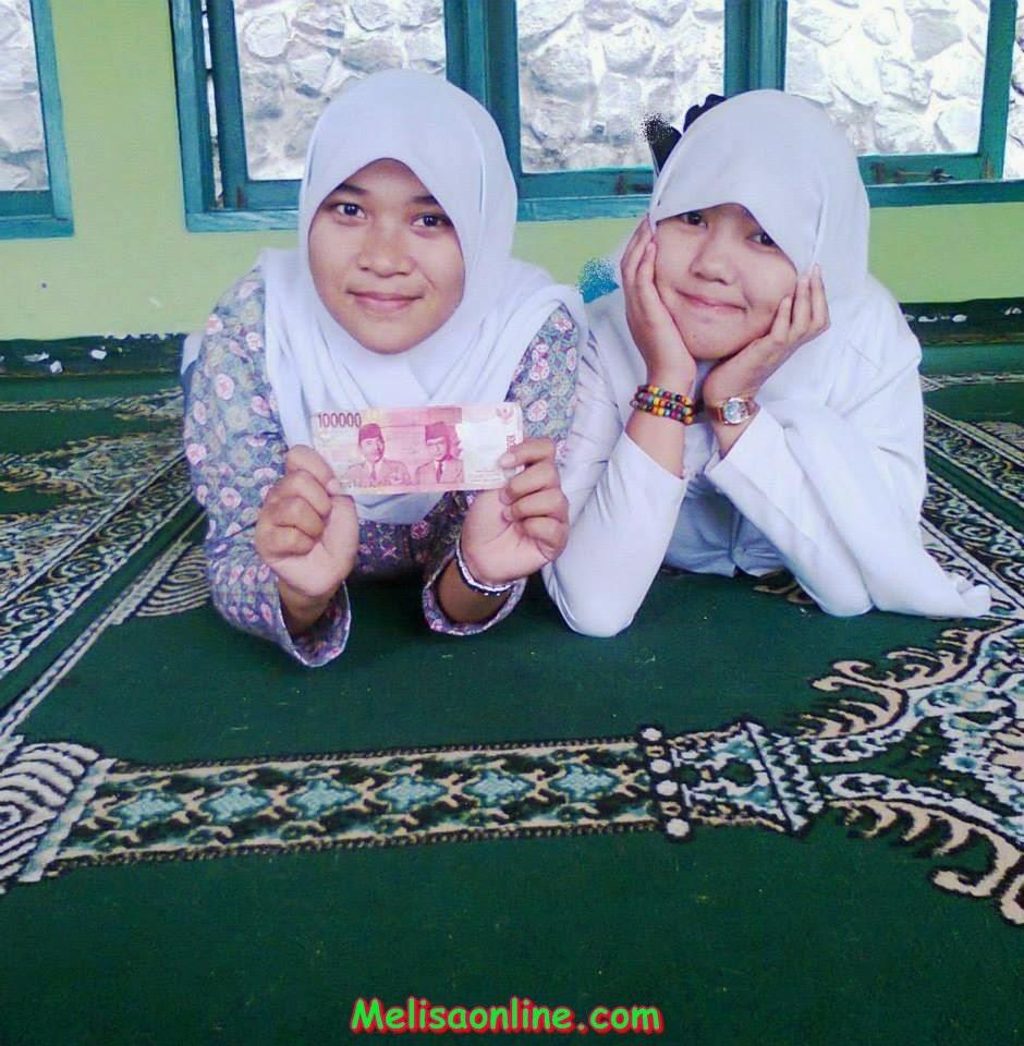 Siswi SMA Berjilbab Umbar Foto Ciuman di Facebook 2014