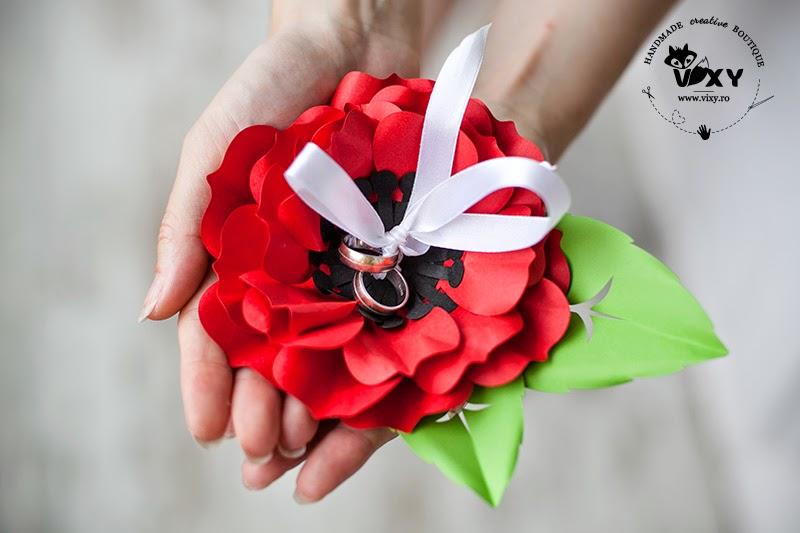 pernuta verighete, pernuta pentru verighete, floare pentru verighete, floare din carton, floare hartie handmade, floare pentru verighete, suport deosebit verighete, suport personalizat pentru verighete