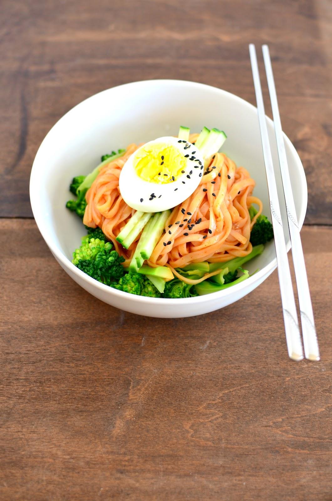 Apricosa: Bibimguksu (비빔국수) Korean Spicy Cold Noodles