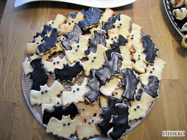 mustat keksit