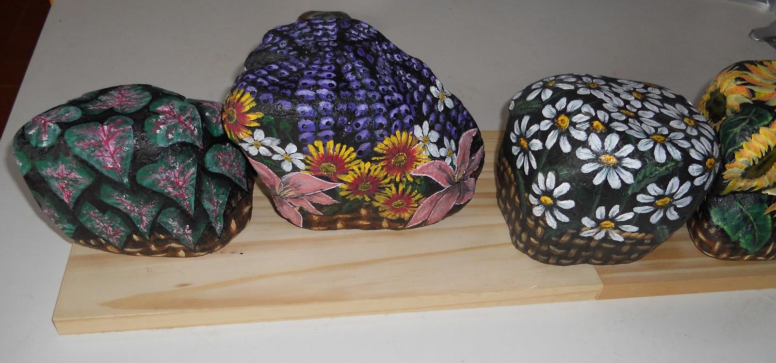 Piedras pintadas a mano piedras pintadas flores for Piedras pintadas a mano paso a paso
