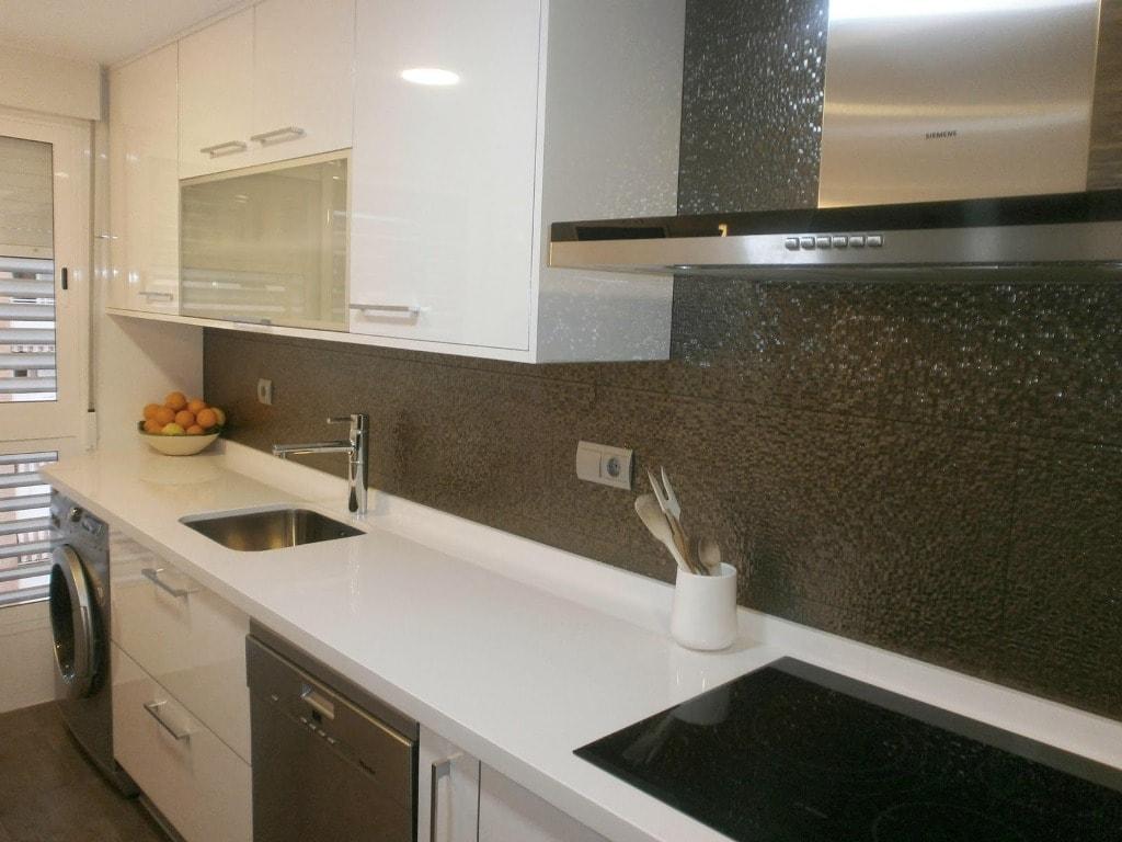 Ideas de revestimientos para las paredes de la cocina for Cocinas con mosaico