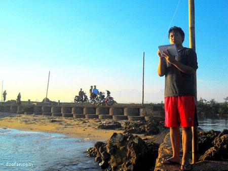 SAYA sedang menyeketsa Pantai Bondo