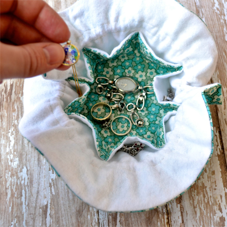 A happy song jewelry travel pouch tutorial for Drawstring jewelry bag pattern