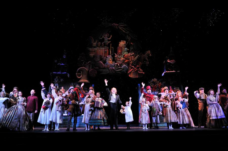 Cleveland Theater Reviews: A CHRISTMAS CAROL @ GREAT LAKES THEATER