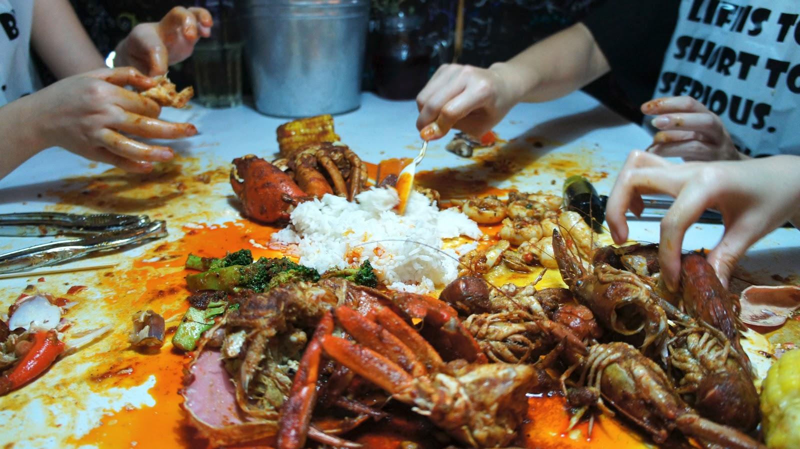Waiii sek meowsss shell out seafood restaurant kota for Food bar kota damansara