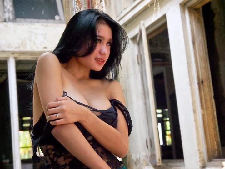 foto model seksi toket gede nadia ervina