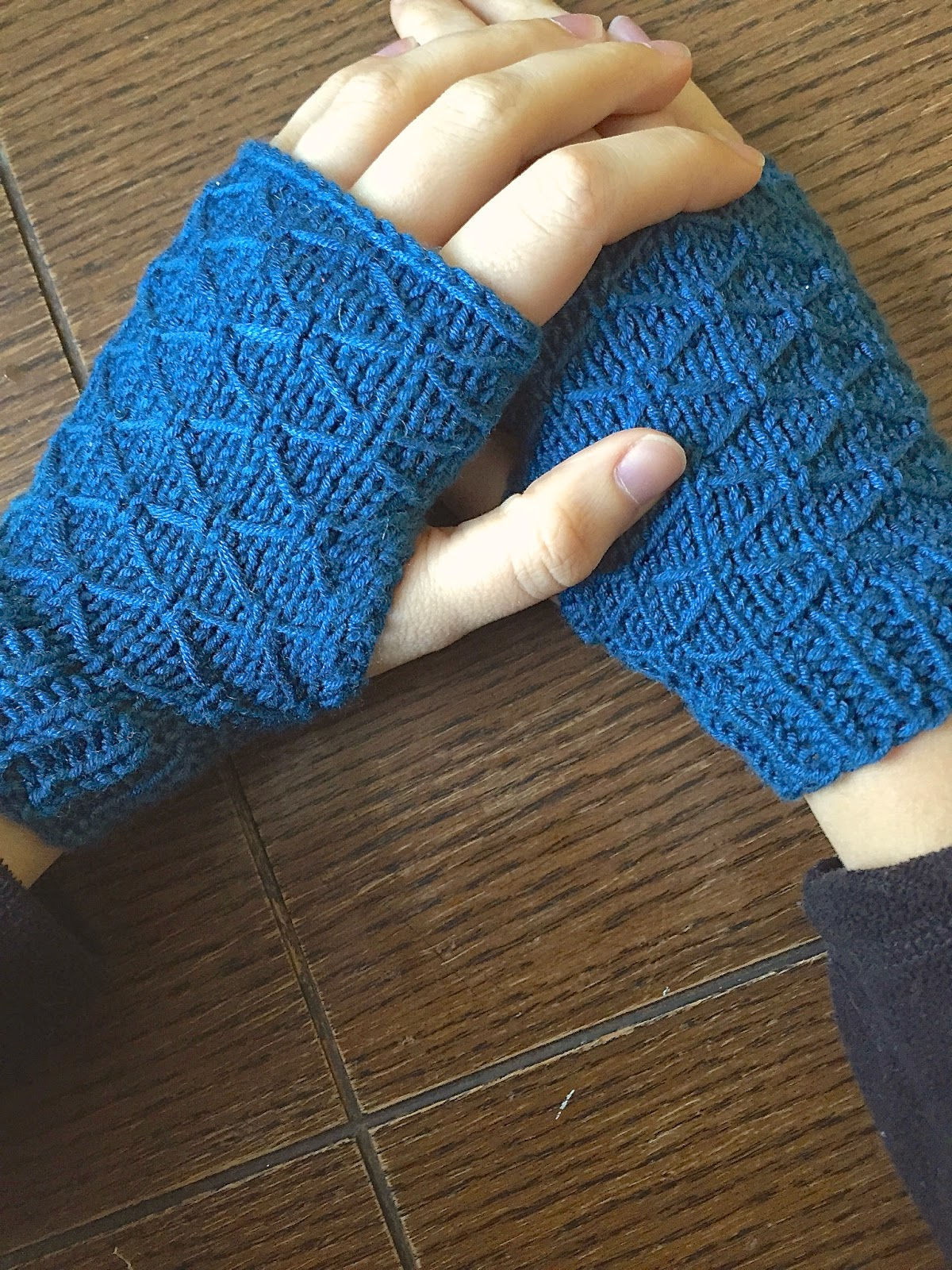 Wrist Warmers Knitting Pattern : Handcrafted Vintage: Lattice Knit Wrist Warmers