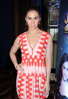 Lauren Gottlieb ultra cool in deep neck short top Mini Skirt On The Sets Of Jhalak Dikhla Jaa 8