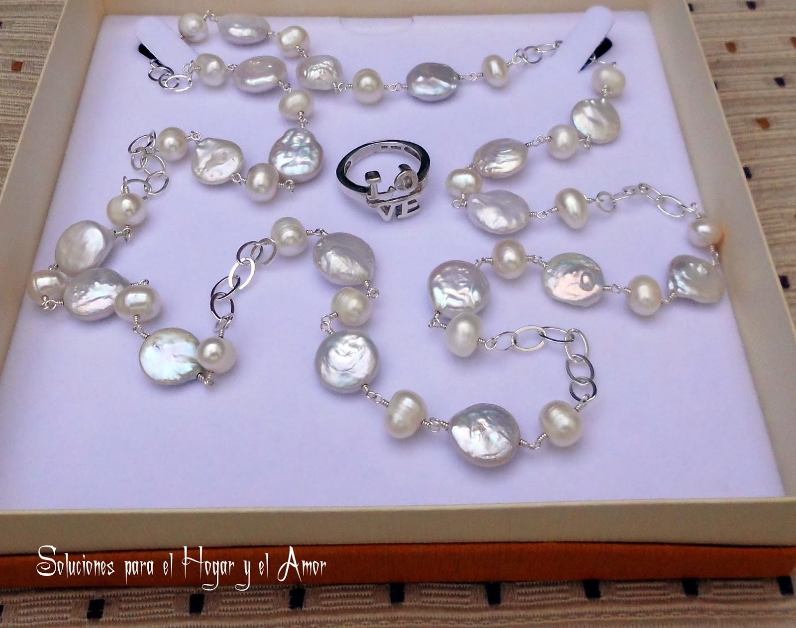 Anillo Love de Plata y Collar de Perlas
