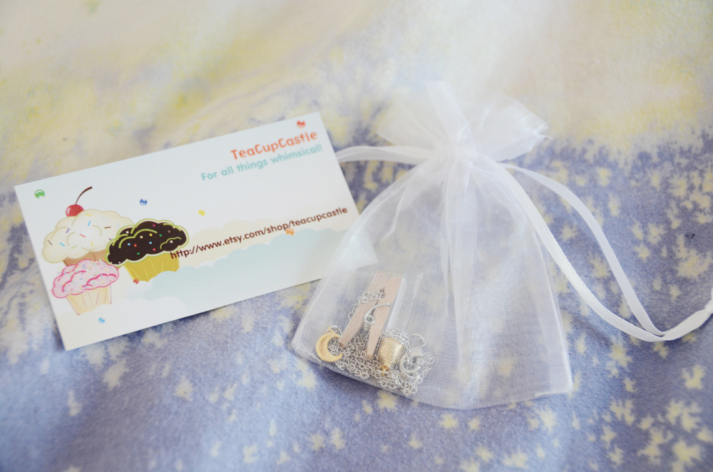 The package from TeaCupCastle came with a business card, and the necklace, placed in a clear organza bag with a silver pin.
