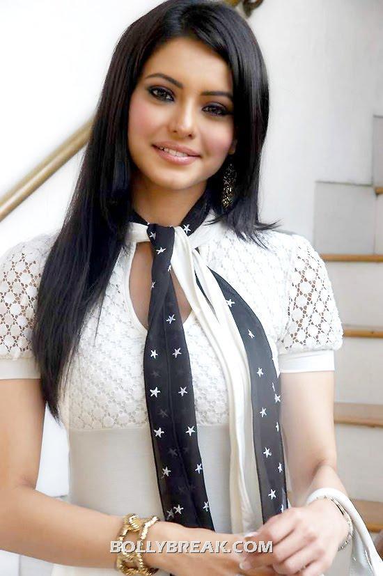 , Aamna Sharif Hot Pics