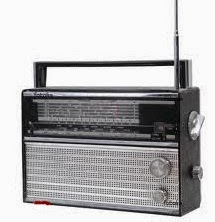 Asyiknya Mendengarkan Siaran Radio Kesayangan