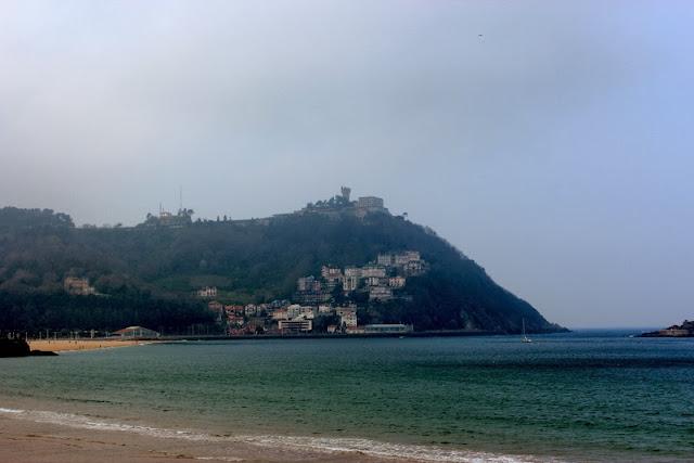 Vistas de la playa de la Concha y el Monte Igueldo