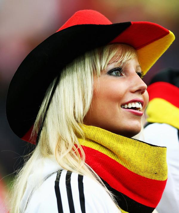 chicas-de-la-euro-girls-eurocopa-mujeres-2012-americanistadechiapas-sexy-pretty-hot-football-soccer-support-fans-fanatica-aficionada-futbol-cowgirl-vaquerita-alemana-rubia-smile-sonrisa.jpg