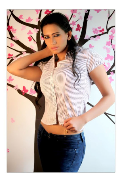 Sanjana Singh Spicy Photos in Short Shirt and Tight Jeans