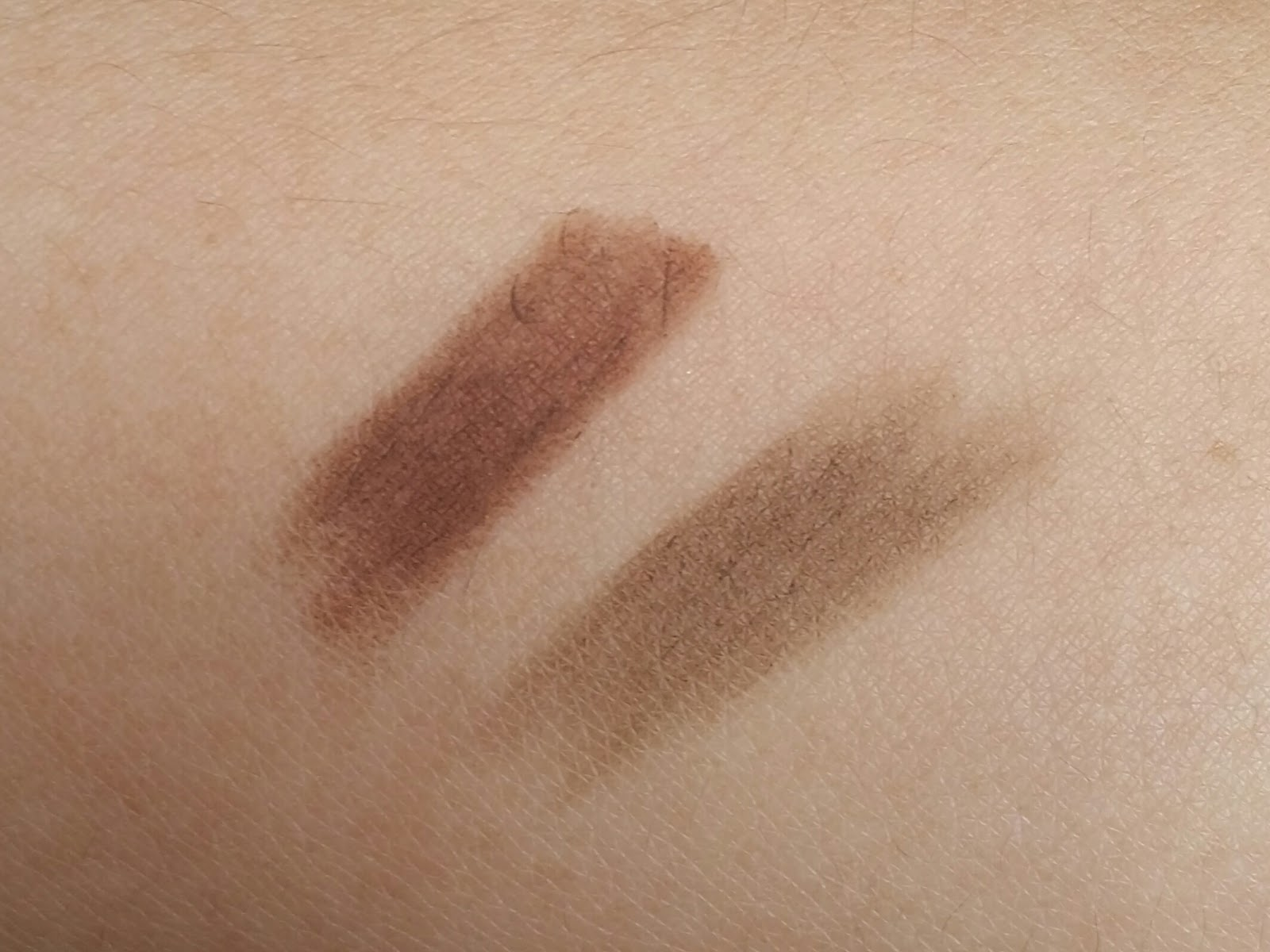 eyebrow shading drawing. swatch on the right is etude house drawing eyebrow pencil in shade 01. shading