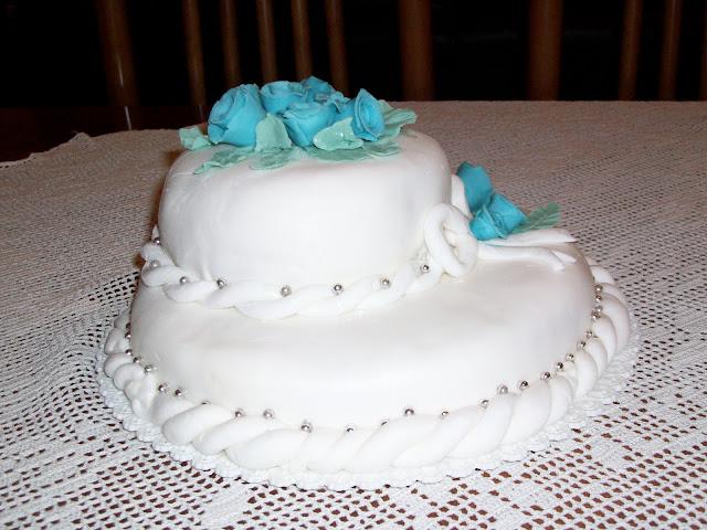 Il ghiro vispo torta a due piani in pasta di zucchero for Piani di costruzione di due piani per uffici