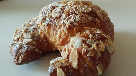 Le croissant aux amandes de la pâtisserie Fauchon.