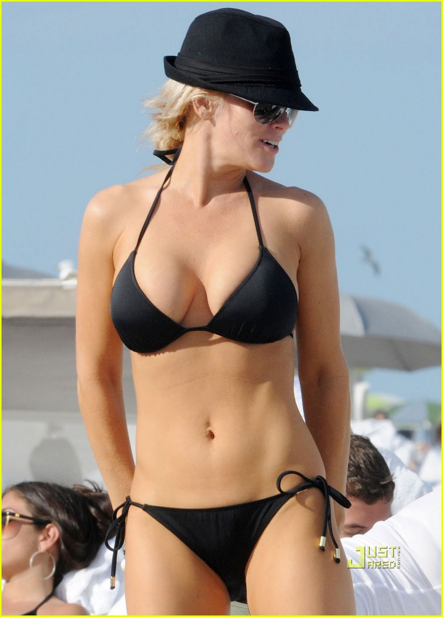 She makes me quiver jenny mccarthy went all fosse at the beach