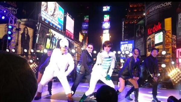 Psy, Yoo Jae Suk & Noh Hong Chul Times Square 2