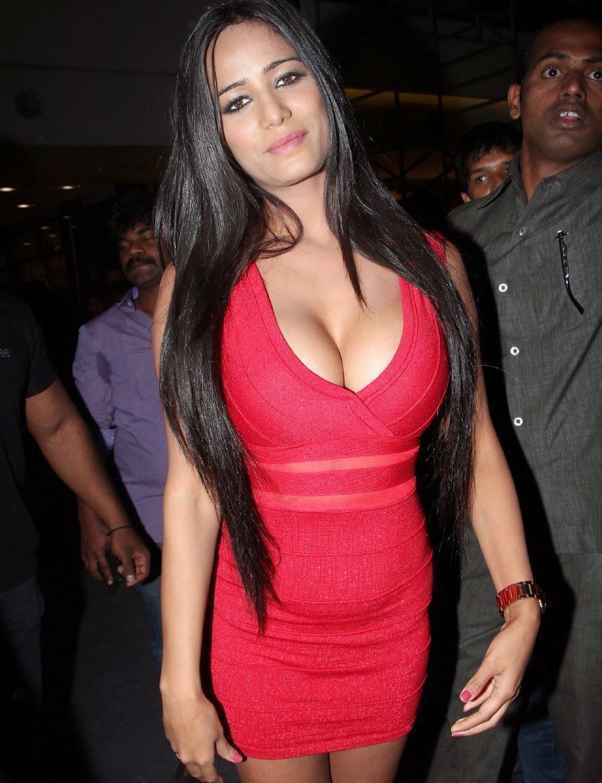 Poonam Pandey Sexy Nip-slip - KK2B | Hot Celebrity Pictures