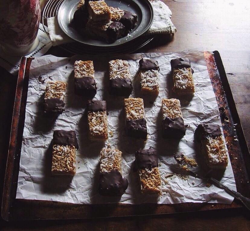 coconut caramel-honey shortbread | une gamine dans la cuisine