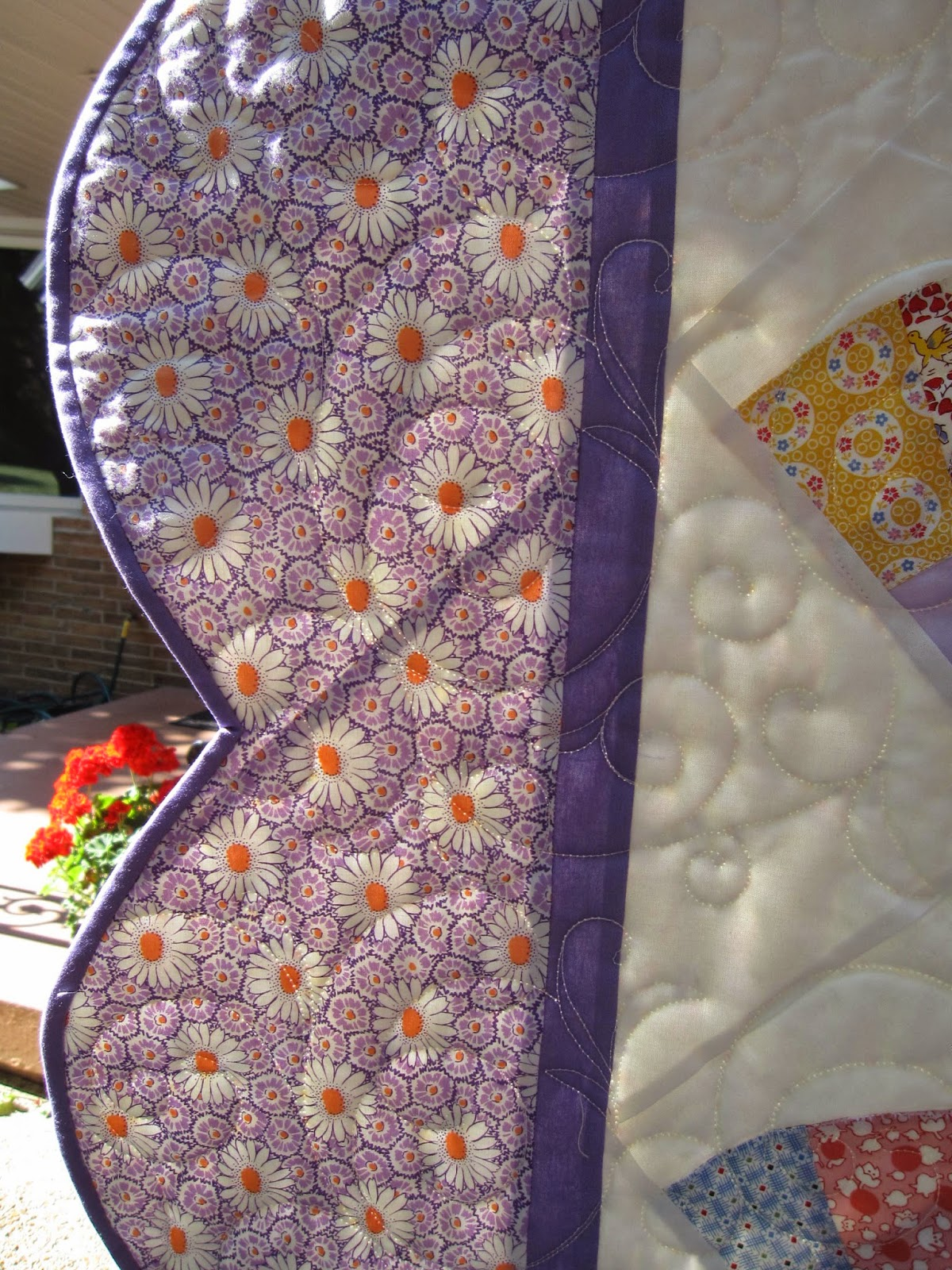 Quilt with scalloped edge