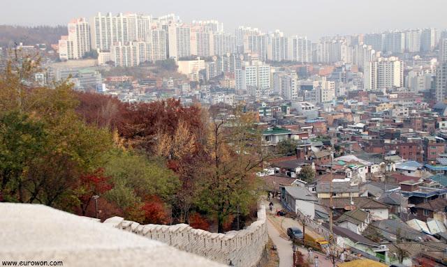 Vista de Seúl desde le parque Naksan
