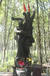 Memorial statue in Rừng Sác guerilla base