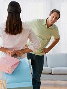 shopping_man woman lie - كيف تكتشف كذب من امامك فى تسع خطوات