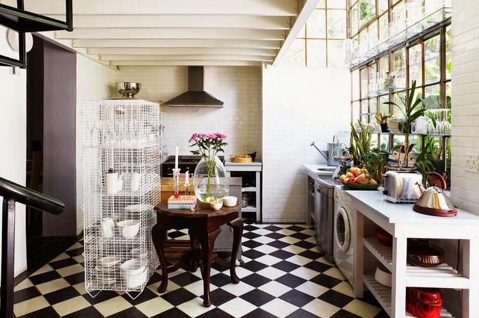 pellmell cr ations un damier noir et blanc au sol. Black Bedroom Furniture Sets. Home Design Ideas