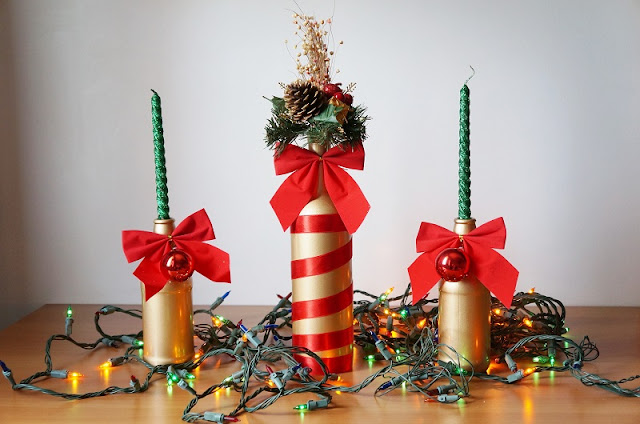 Decoração de Natal com garrafas douradas