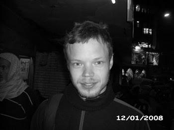متضامن معه ضد منع الامن له نزول مصر الصحفى السويدى بير بروكلين