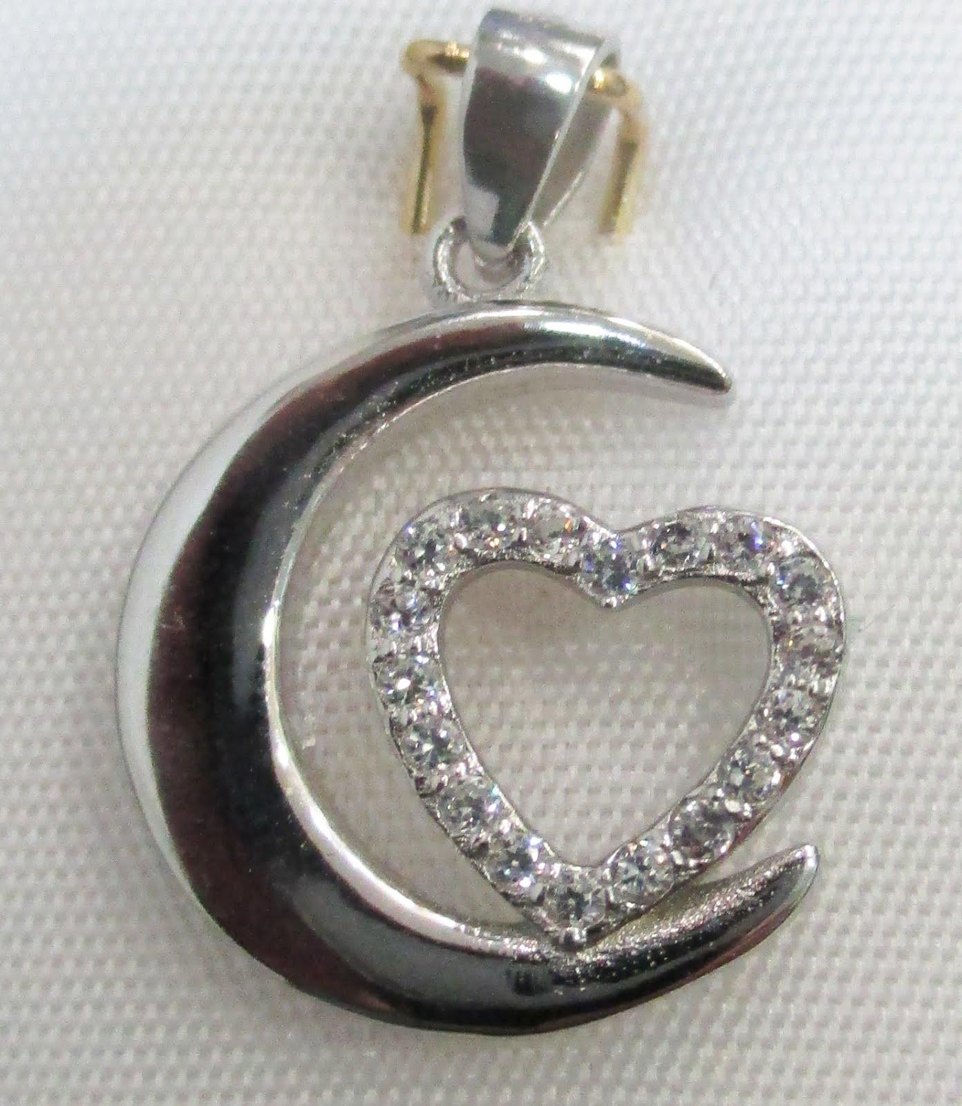 Colgante de plata de luna y corazón