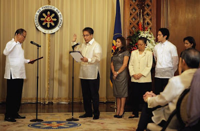 Mar Roxas takes oath as new DILG Sec
