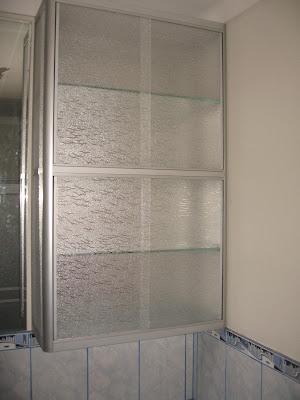 Instalacion de vidrios ventanas mamparas y otros for Estantes vidrio bano