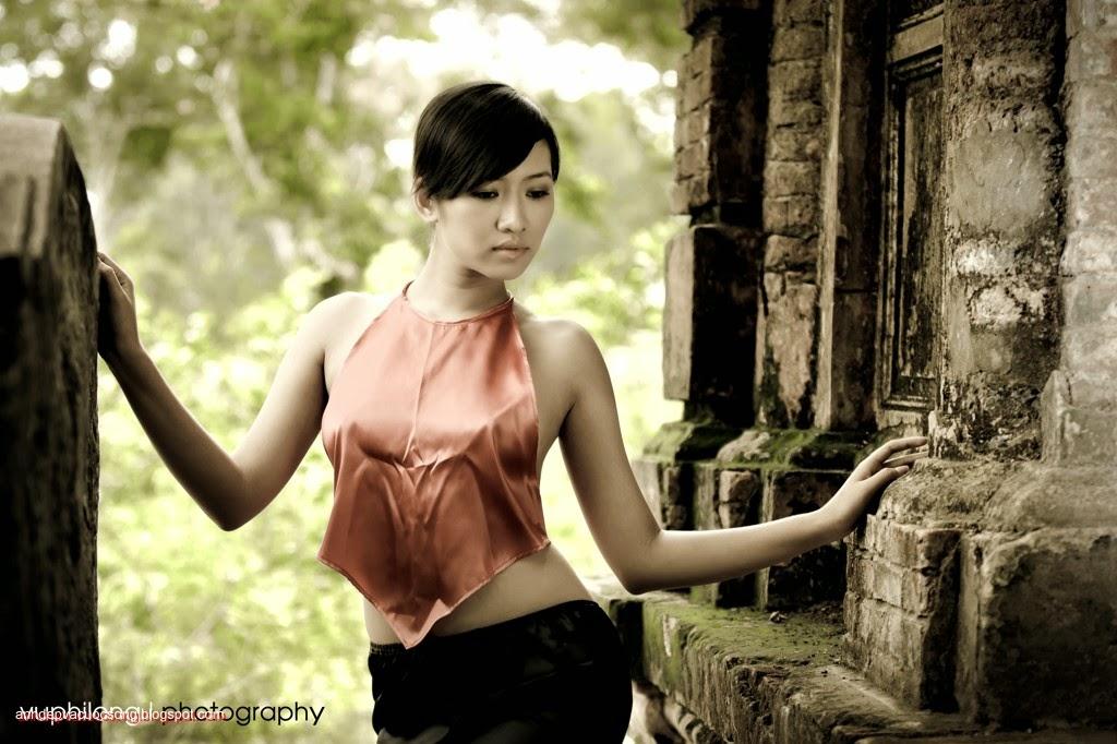 Thiếu nữ duyên dáng với áo yếm xưa 5