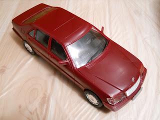 coche a escala 1:24 Mercedes-Benz 600 SEL