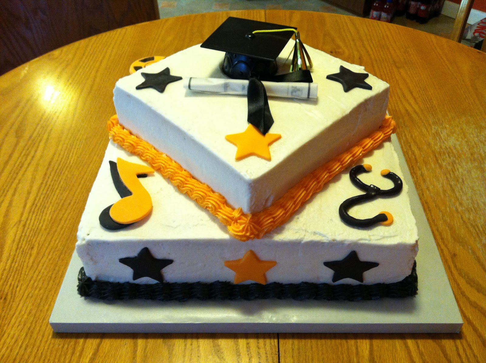 Images Of Graduation Cake : The Kitchen Dunce: Graduation Cakes