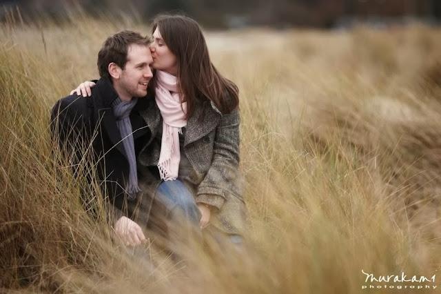 """<Img src = """"sg_sea_grass_beach_pre_wedding.jpg"""" alt = """"sesion preboda, campo, pareja novios"""">"""