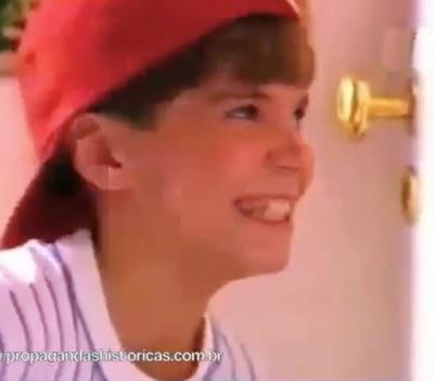 Chocolates Garoto apresentou um belo comercial sobre a perda da inocência de vários garotos, em 1995.