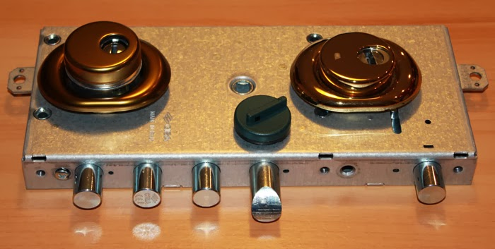 Sostituzione serrature venezia pronto intervento fabbro h - Chiavistello porta blindata ...