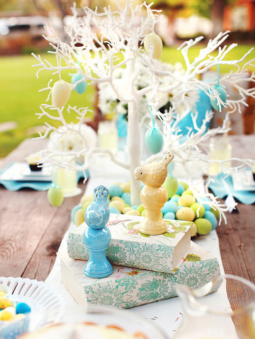 Easter Brunch Table Centerpiece Idea via HGTV by Kim Stoegbauer