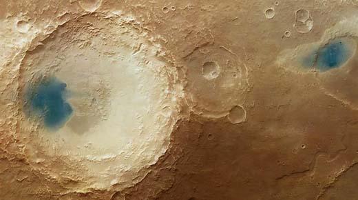 Las misteriosas piscinas de aguas cristalinas sobre la superficie de Marte