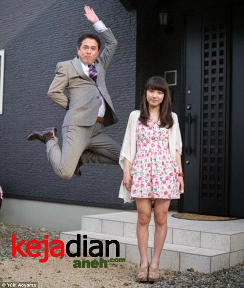 Foto Selfie Ayah Lompati Putri jadi Tren Di Jepang