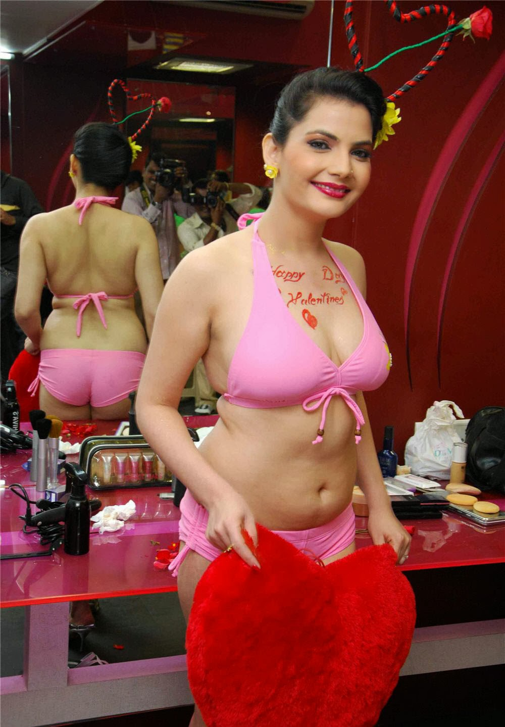 21 OOPS Madhavi Sharma Hot Sexy Milky Thighs Bikini And Upskirt