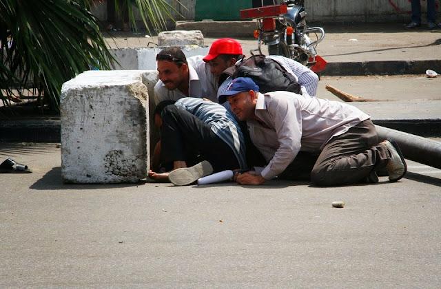 صور تُنشر لأول مرة لأحداث ميدان الجيزة ونفق الهرم أثناء مذبحة الفض 1474547_10202609935110018_643661044_n